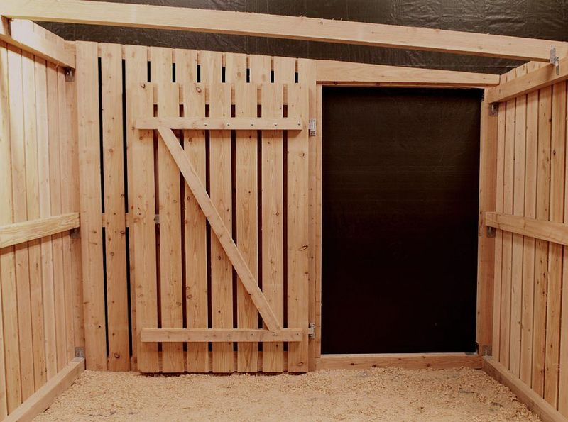 hochwertige trennw nde f r pferde stallanlagen skandwood. Black Bedroom Furniture Sets. Home Design Ideas